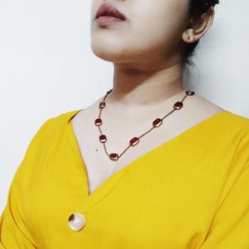 Neckpiece with Red/Golden Beads Slider 2/2