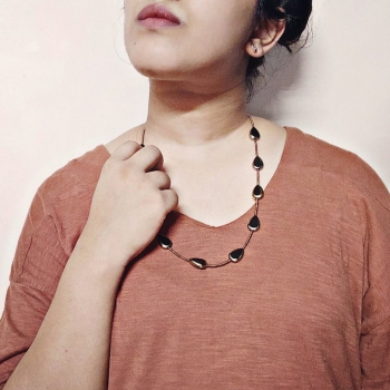 Neckpiece with Black/Golden Droplet Beads