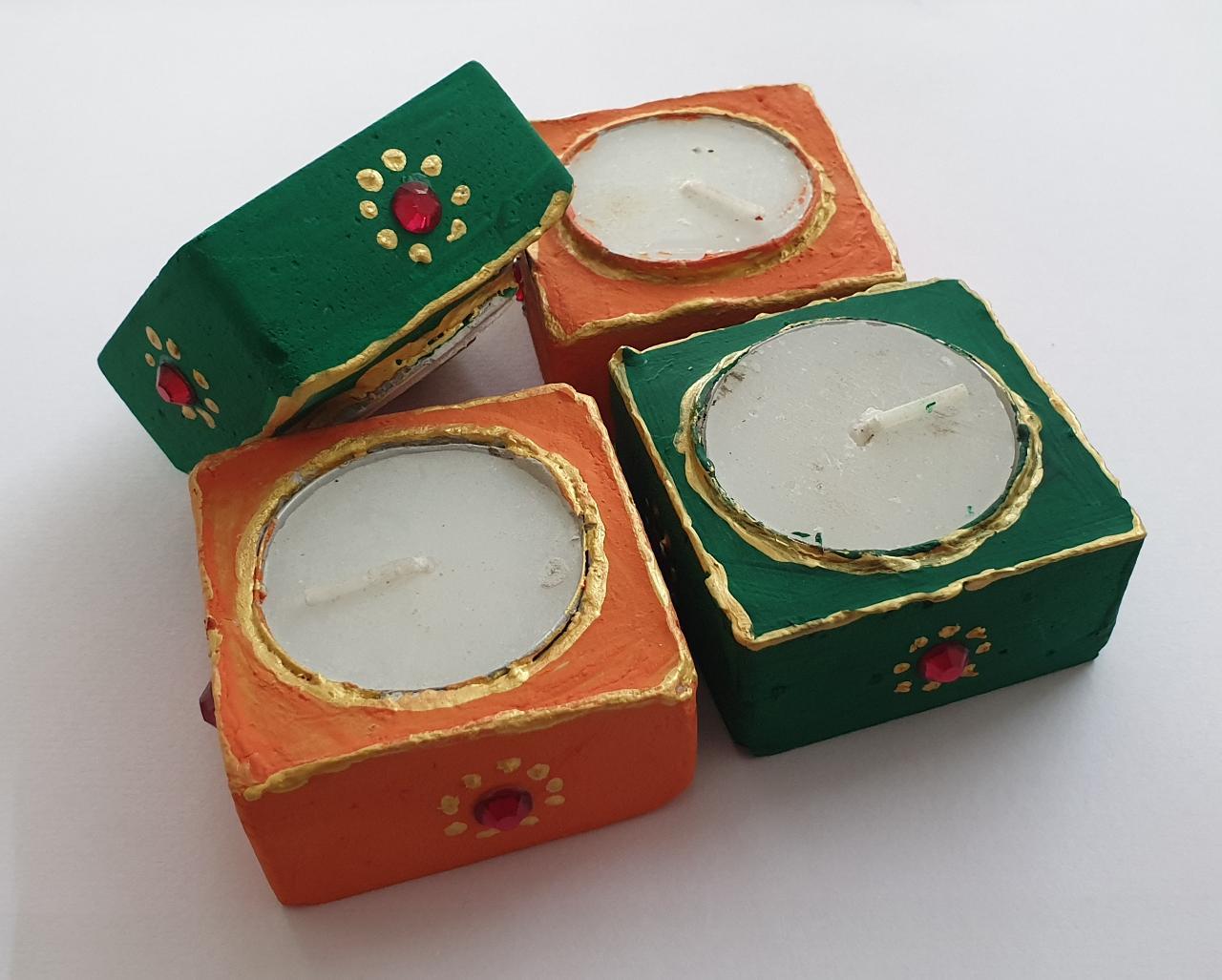 Diwali Hamper (Kumkum Chokha Plate, 4 Diyas, Honey) Slider Thumbnail 3/4