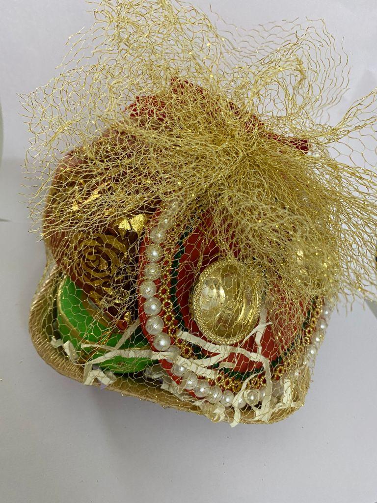 Diwali Hamper (Kumkum Chokha Plate, 2 Diyas, Roasted Almond, Roasted Cashew, Raisins) Slider Thumbnail 1/4