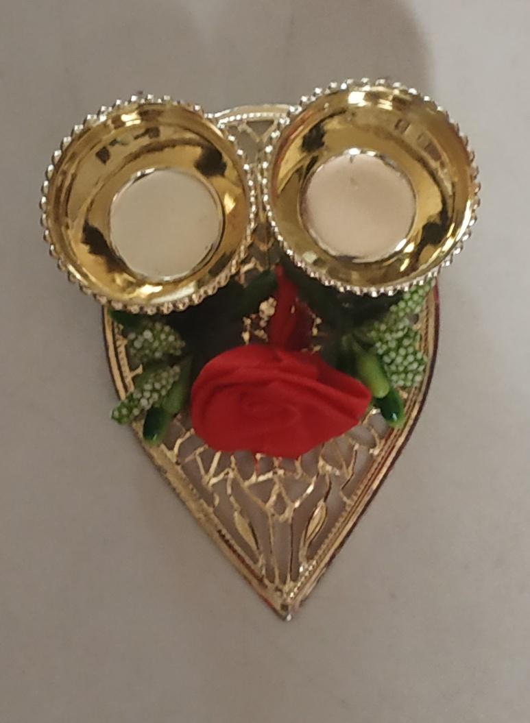 Leaf-Shaped Decorative Kankavati (Roli & Chawal Platter) (Set of 2) Slider Thumbnail 2/2