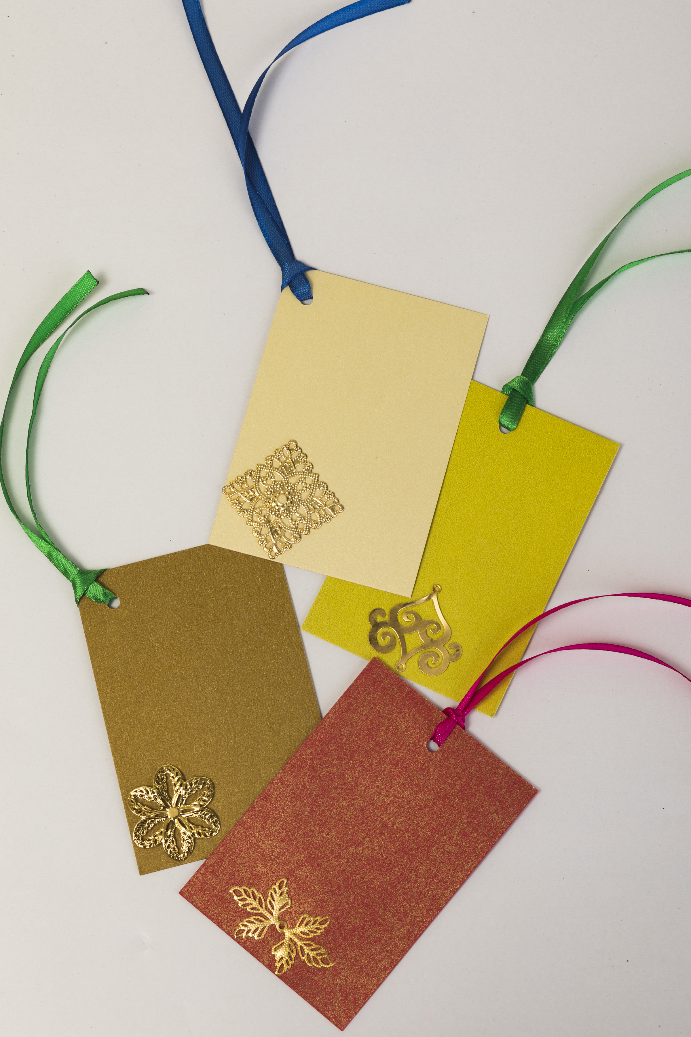 Assorted Recycled Gift Tags (Pack of 12) Slider Thumbnail 2/3