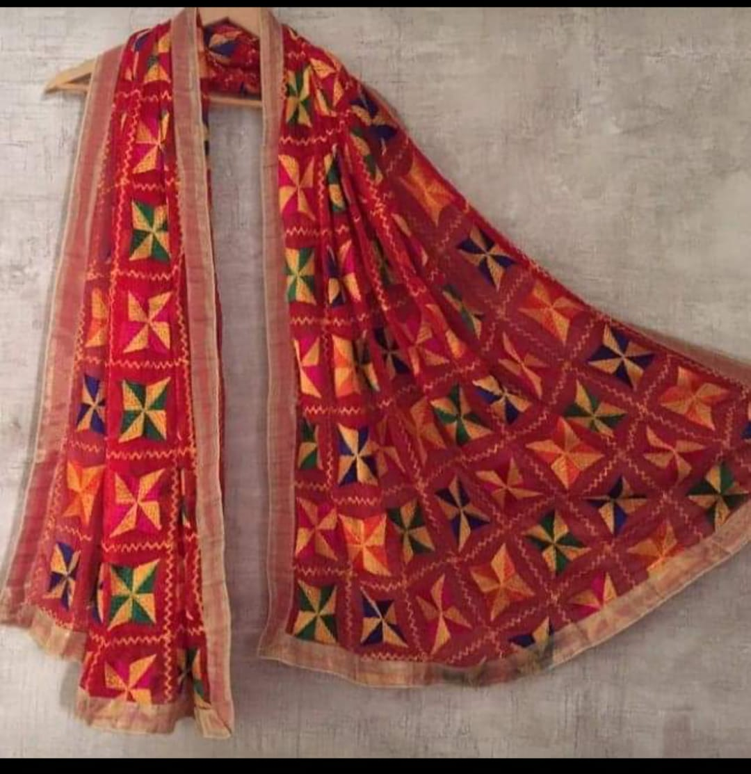 Punjabi Phulkari Dupatta with Pakha Design Slider Thumbnail 4/5