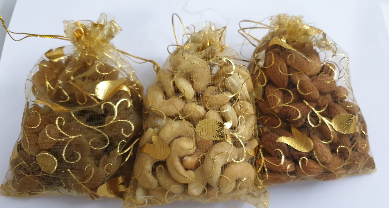 Diwali Hamper (Kumkum Chokha Plate, 4 Diyas, Roasted Almond, Roasted Cashew, Raisins, Honey) Slider Thumbnail 4/5