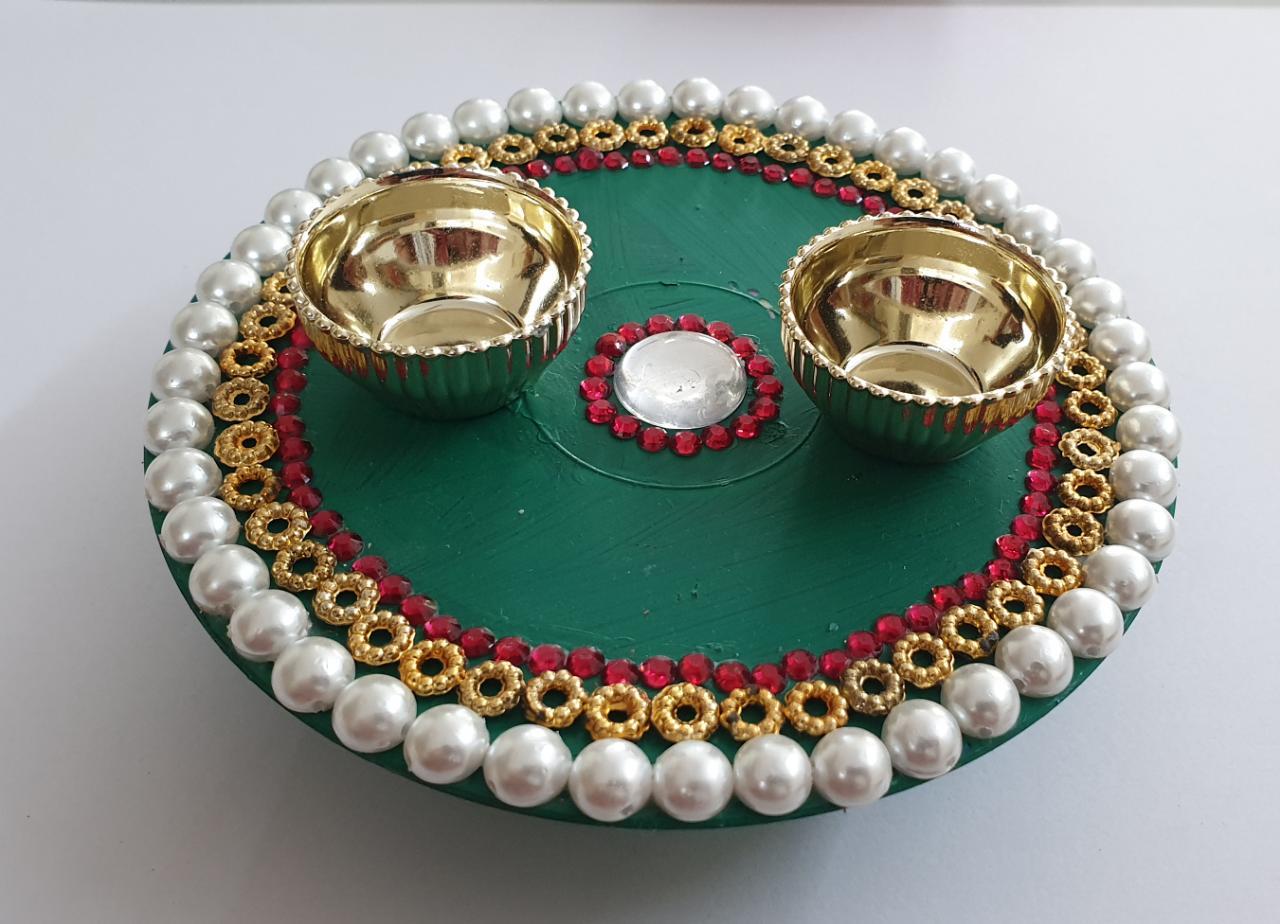 Diwali Hamper (Kumkum Chokha Plate, 4 Diyas, Honey) Slider Thumbnail 2/4
